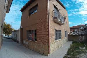 Duplex for sale in Navas del Rey, Madrid.
