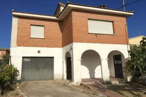 Chalet for sale in Navas del Rey, Madrid.