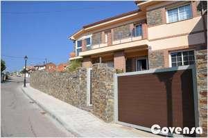 Semidetached house for sale in Navas del Rey, Madrid.