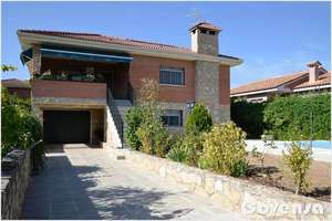 Chalet for sale in Pelayos de la Presa, Madrid.