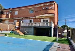 Semidetached house for sale in Pelayos de la Presa, Madrid.