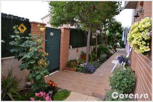 Semidetached house for sale in Chapinería, Madrid.