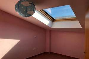 Flat for sale in Robledo de Chavela, Madrid.