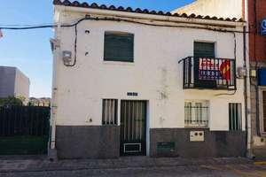 Townhouse for sale in Casco Urbano, Navas del Rey, Madrid.