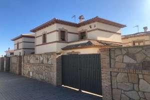 Semidetached house for sale in Casco Urbano, Navas del Rey, Madrid.