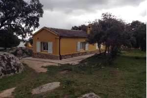 Chalet for sale in Cenicientos, Madrid.